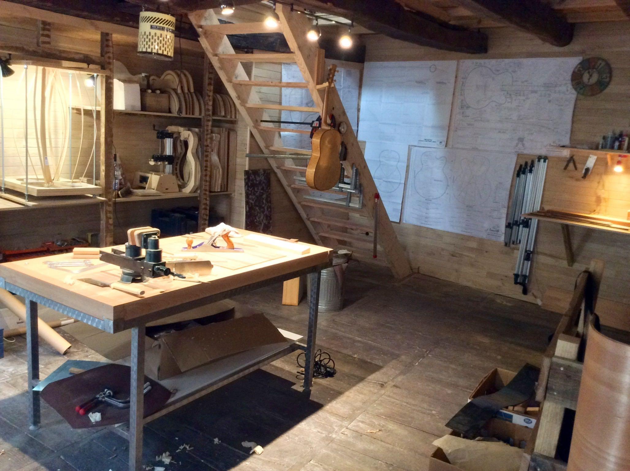 Partie fabrication à l'atelier Guitares Otge.