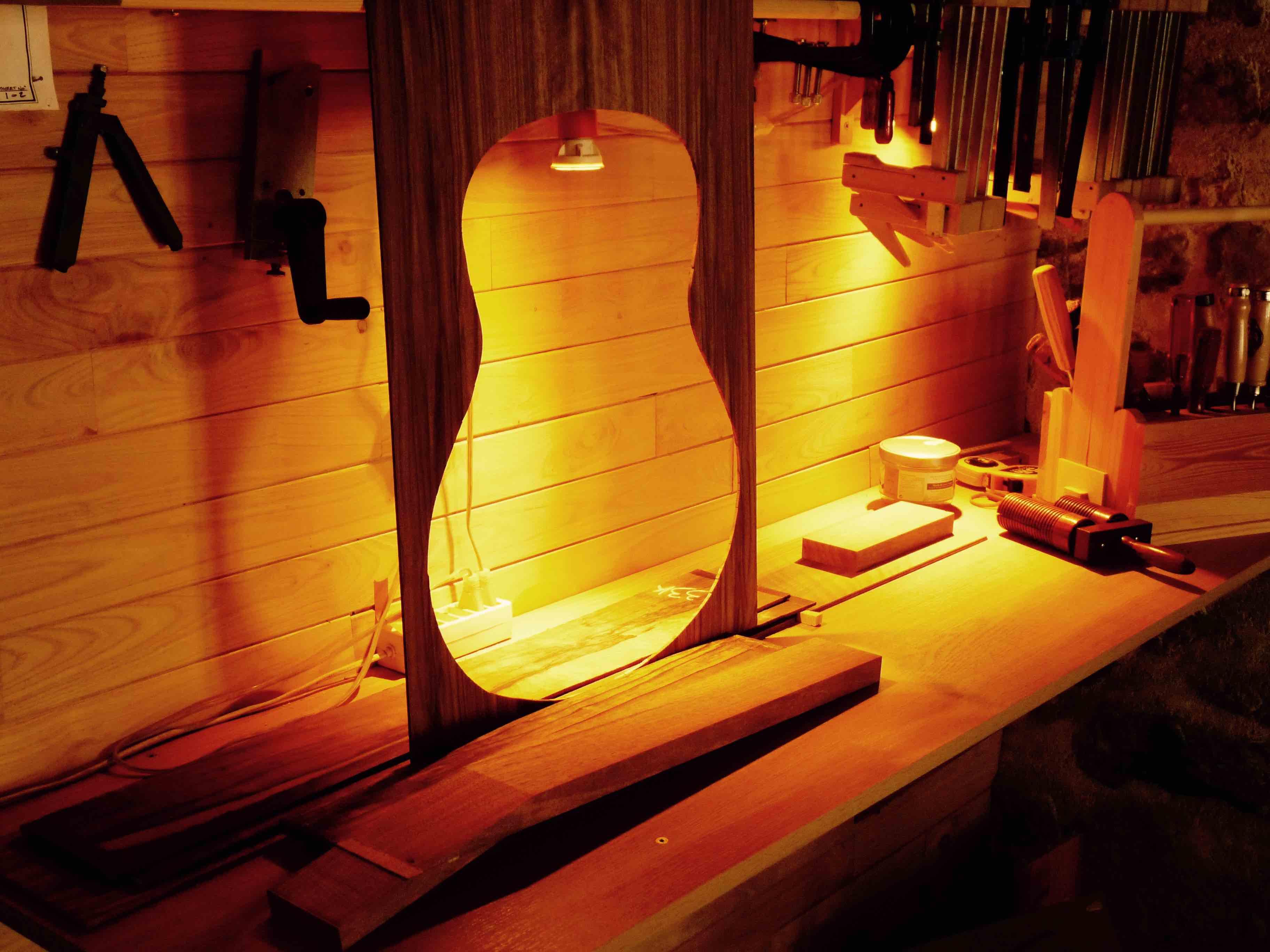 Partie fabrication de l'atelier Guitares Otge.